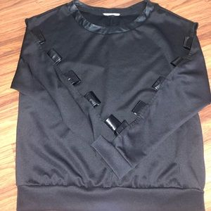 BLACK TOP LONG SLEEVE WITH OPEN ARMS
